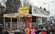 Der Wagen «Asylparadies Schweiz» beim Aadorfer Fasnachtsumzug 2018. (Bild: Andri Rostetter)