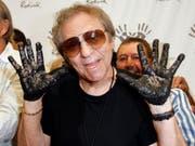 Der Schlagzeuger Hal Blaine verewigte sich 2008 auf Hollywood's RockWalk in Los Angeles: Er spielte für Musikstars wie Elvis, Presley oder die Beach Boys. Im Alter von 90 Jahren ist er gestorben. (Bild: KEYSTONE/AP/KEVORK DJANSEZIAN)