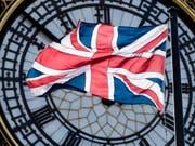 Die ungeklärten Fragen zum Austritt Grossbritanniens aus der EU sorgt in der britischen Wirtschaft für Verunsicherung. Die Regierung hat die Wachstumsprognosen gesenkt. (Bild: KEYSTONE/EPA/WILL OLIVER)