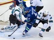 Sven Bärtschi (Bildmitte) könnte bald wieder für die Vancouver Canucks auflaufen (Bild: KEYSTONE/AP The Canadian Press/DARRYL DYCK)