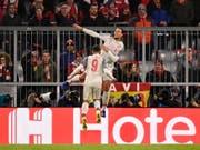 Liverpools Virgil van Dijk (springt am höchsten) bejubelt seinen Treffer zum 2:1 in München (Bild: KEYSTONE/EPA/LUKAS BARTH-TUTTAS)