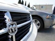 Der Autokonzern Fiat Chrysler muss in den USA wegen Abgasproblemen beinahe 863'000 Autos zurückrufen. Darunter vor allem Fahrzeuge der Marke Dodge.(Archivbild). (Bild: KEYSTONE/AP/Paul Sakuma)