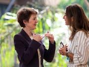 Umweltministerin Simonetta Sommaruga im Austausch mit ihrer chilenischen Amtskollegin Maria Carolina Schmidt Zaldivar an der Unep-Konferenz in Nairobi. (Bild: KEYSTONE/ALEXANDRA WEY)