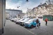 Autofahrer können die Parkplätze am Marktplatz ab dem 28. März nicht mehr benützen. (Bild: Urs Bucher)