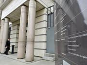 Das Genfer Strafgericht hat die beiden Haupttäter des blutigen Angriffs in Genf 2017 zu 15 beziehungsweise 12 Jahren Gefängnis verurteilt. (Bild: Keystone/MARTIAL TREZZINI)