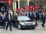 Die Uno hat Nordkorea kritisiert, weil das Land Sanktionen umgeht - etwa wenn Nordkoreas Diktator Kim Jong Un in Luxusautos vorfährt. (Bild: KEYSTONE/EPA YNA/YONHAP)