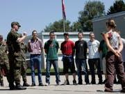 Seit der Armeereform haben viele Rekruten zu Beginn der Sommer-RS die Lehre noch nicht beendet. Der Ständerat will das ändern. (Bild: KEYSTONE/YOSHIKO KUSANO)