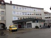 Die Rückseite der Post Brühltor heute. Oben im Haus sind Büros der Sozialen Dienste der Stadt St.Gallen untergebracht. (Bild: Reto Voneschen - 13. März 2019)
