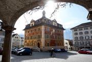 Die Fassadenmalereien am Rathaus in Schwyz müssen aufgefrischt werden. Bild: Sigi Tischler/Keystone