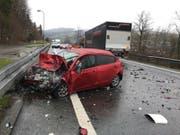 Der Autofahrer verstarb nach einer Kollision mit einem Lastwagen am Donnerstagmorgen in Malters. (Bild: Luzerner Polizei)