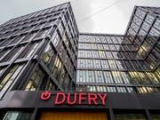Das Schlusssquartal lief beim Dufry-Konzern, der Läden an Flughäfen betreibt, wieder etwas besser. (Bild: KEYSTONE/PATRICK STRAUB)