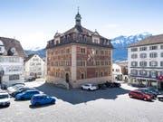 Die Wandmalereien des Rathauses in Schwyz aus dem Jahre 1891 werden aufgefrischt. (Bild: KEYSTONE/ENNIO LEANZA)