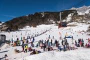 Skifahren bei der Klostermatte. Im Hintergrund die Brunni-Gondel. (Bild: Roger Grütter, Engelberg, 17. Februar 2019)
