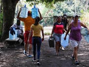Der fast einwöchige Stromausfall, bei dem in Venezuela auch die Wasserversorgung vielerorts nicht mehr funktionierte, sei am Mittwoch (Ortszeit) praktisch vollständig behoben worden. (Bild: KEYSTONE/AP/EDUARDO VERDUGO)
