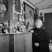 Die Bestsellerautorin Alja Rachmanowa in ihrem Haus in Ettenhausen im Juni 1957. (Bild: Jules Vogt/Photopress-Archiv)