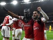 Der Maskenmann schlägt doppelt zu: Pierre-Emerick Aubameyang schiesst Arsenal dank zwei Treffern zur Wende gegen Rennes (Bild: KEYSTONE/EPA/NEIL HALL)
