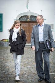 Rolf Bill unterstützt seine Tochter Sarah so gut er kann. (Bild: Andrea Stalder)