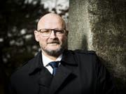 Rückkehr auf die politische Bühne: Yvan Perrin soll für die SVP Neuenburg die Kohlen aus dem Feuer holen. (Bild: Keystone/JEAN-CHRISTOPHE BOTT)