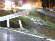 Beim Unfall in Vorderthal verletzten sich vier Personen. (Bild: Kantonspolizei Schwyz)