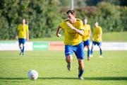 Ab morgen rollt der Ball wieder: Mittelfeldspieler Thomas Knöpfel soll beim FC Uzwil in die Fussstapfen von Spielmacher Uwe Beran treten. (Bild: Urs Bucher)