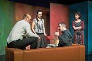 Konfliktzone Sofa: Das Theater Aeternam bringt Chaos in den Biedermeieralltag. (Bild: Ingo Höhn/PD)