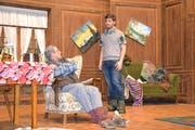 Szene aus dem Theater der Landjugend Geiss mit dem Stück «Bis doch ned so dumm». Urs Mattmann als Fritz Steiner (links) und Thomas Bürli als Peter Steiner. (Bild: Yvonne Imbach, 13. März 2019)