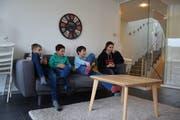 Die jungen Besucher des Jugendtreffs scheinen sich wohl zu fühlen. Bilder: Nicola Ryser