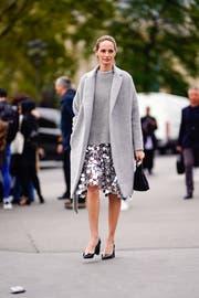 Pailletten kombiniert mit viel Wolle machen Funkelndes alltagstauglich. (Bild: Getty/Edward Berthelot)