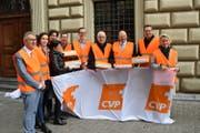 Vertreter der Luzerner CVP bei der Übergabe der 5000 Unterschriften. (Bild: PD)