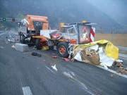 Bei diesem Unfall auf der Autobahn bei Seedorf entstand Schaden in Millionenhöhe. (Bild: Kantonspolizei Uri, Seedorf, 19. November 2018)