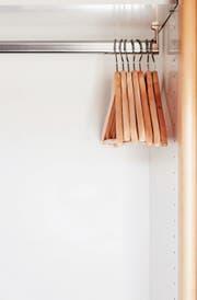 Wozu viele Kleider im Schrank hängen haben, wenn ein einziges Stück einen durchs Jahr bringt?