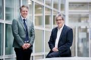 Marius Fuchs und Linard Nadig beim Institut für Finanzdienstleistungen in der Grafenau in Zug. (Bild: Stefan Kaiser, 13. März 2019)