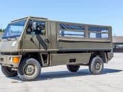 Ein Unfall mit einem Duro-Transportfahrzeug der Armee hat am Freitag mehrere Verletzte gefordert. (Bild: KEYSTONE/GAETAN BALLY)