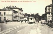 Der St.Galler Bahnhof auf einer Ansichtskarte, die am 13. Mai 1909 nach La Sarraz in der Waadt gelaufen ist. Links ist der erste St.Galler Hauptbahnhof, in der Bildmitte hinter der Trogenerbahn und einem städtischen Tram das Bahnhofpärklein und rechts eine Ecke des Hotel Walhalla. (Bild: Sammlung Reto Voneschen)