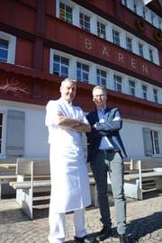 Der neue Geschäftsführer Rolf Grob und Besitzer Jan Schoch wollen den «Bären» Gonten zum Boutiquehotel machen. (Bild: Karin Erni)
