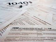 US-Steuerformulare. (Bild: KEYSTONE/AP/KEITH SRAKOCIC)