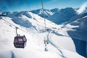 Mit dem Schneehüenerstock-Express konnte das letzte Puzzlestück der durchgehenden Skigebietsverbindung Andermatt–Sedrun eingefügt werden. (Bild: Keystone/Urs Flüelen (Oberalppass, 14. Dezember 2018))