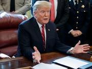 Der US-Kongress hat ein Ende des von Donald Trump ausgerufenen Notstands beschlossen - doch der US-Präsident legte am Freitag (Ortszeit) sein Veto ein. (Bild: KEYSTONE/EPA/SHAWN THEW)