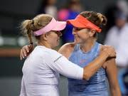 Angelique Kerber (links) beendete die Siegesserie von Belinda Bencic im Halbfinal des Turniers von Indian Wells in 68 Minuten. (Bild: KEYSTONE/AP/MARK J. TERRILL)