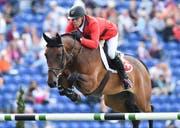 Der Luzerner Paul Estermann mit seinem Pferd Castlefield Eclipse bei den FEI European Championships in Aachen. (Bild: EPA/UWE ANSPACH, Aachen, 19 August 2015)