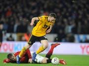 Wolverhampton war nicht zu stoppen: Torschütze Diogo Jota umläuft Manchester Uniteds Aussenverteidiger Luke Shaw (Bild: KEYSTONE/AP/RUI VIEIRA)