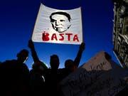 Der Proteste in Algerien und der Druck auf Langzeitpräsident Abdelaziz Bouteflika werden zunehmend grösser. (Bild: KEYSTONE/AP/TOUFIK DOUDOU)