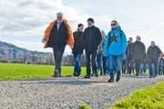 Die Teilnehmer begeben sich auf den Weg. (Bild: Donato Caspari)