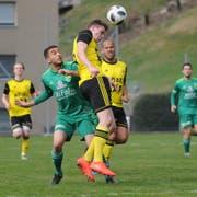 Altdorfs linker Flügelspieler Pirmin Baumann klärt hier vor einem Tessiner Spieler. (Bild: Urs Hanhart, Altdorf, 17. März 2019)