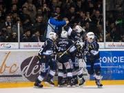 Jubel beim HC La Chaux-de-Fonds - nur ein Sieg fehlt noch zur ersten Finalqualifikation seit zehn Jahren (Bild: KEYSTONE/JEAN-CHRISTOPHE BOTT)