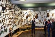 OK-Präsident Michael Planzer führte die Besucher durch die Ausstellung. (Bild: Georg Epp, Altdorf, 15. März 2019)