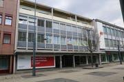 Positiv 2: Fielmann bezieht die rechte Hälfte des 600 Quadratmeter grossen Verkaufslokals inmitten der Fussgängerzone, wo früher das Modehaus Schild eingemietet war.