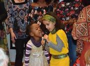 Die jüngsten Sängerinnen des «Inside Africa Integration»-Chor verblüffen mit ihrem bezauberndem Auftritt.