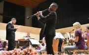Benjamin Zwick spielt bei seinem Abschiedsstück Klarinette. (Bild: Judith Schuck)