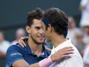 Dominic Thiem (links) verbessert sich in der Weltrangliste auf Platz 4 und ist damit direkt vor Roger Federer klassiert (Bild: KEYSTONE/EPA/RAY ACEVEDO)